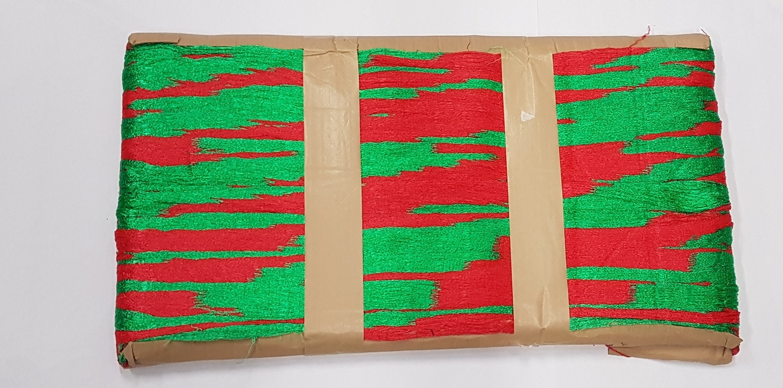 26 Knitted Netting – Colour – Red and Green